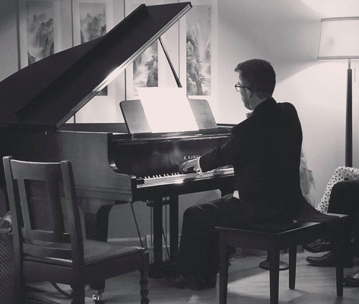 Patrick Godon playing the piano